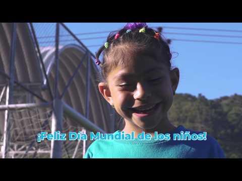 Niñas, niños y adolescentes salvadoreños se pintan #DeAzul para celebrar el #DíaMundialdelosNiños.